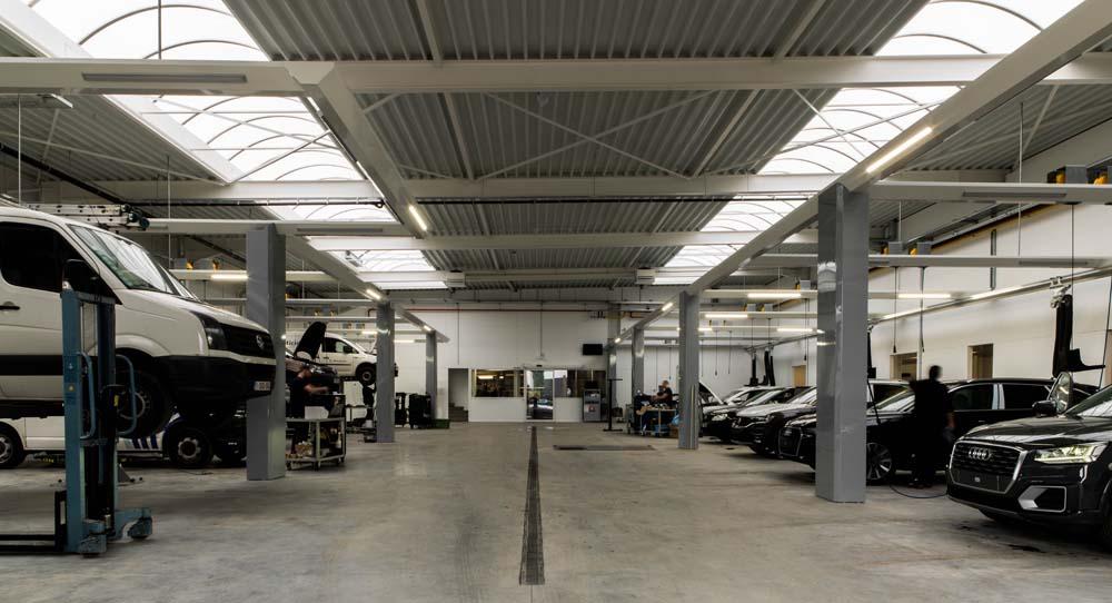 <p>Positionner les véhicules en marche arrière dans la zone de travail a ses avantages, notamment :</p><ul><li>meilleures conditions de travail dans un atelier plus spacieux</li><li>incite à l'ordre et la propreté</li><li>meilleure visibilité et contrôle des techniciens</li></ul>
