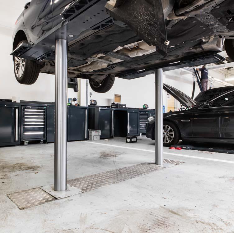 <p><strong>AutopStenhoj</strong> hefbruggen. <br />BMW uitvoering met universeel opnamechassis en hefzuigers op 1,70 m.</p>