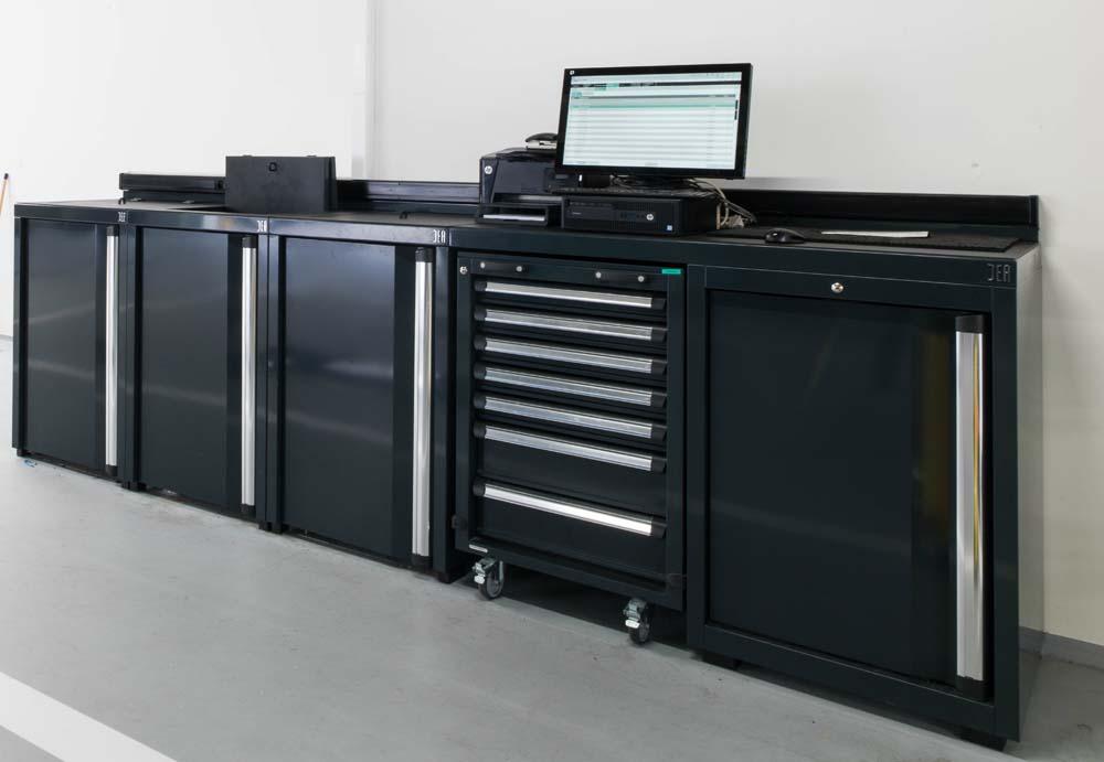 <p><strong>DEA</strong> kastconfiguraties waarin eveneens plaats is voor de opberging van mobiele gereedschappenwagens.</p>