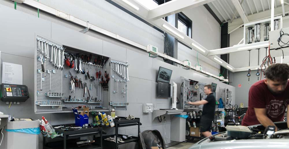 <p>Onderdeel van het VPS serviceprogramma vormen wandkasten met gereedschap voor <em>elk van de twee</em> techniekers.</p>