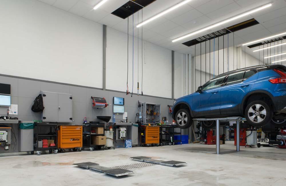 <p><strong>AutopStenhoj</strong> - Masterlift 2.35 Pv 140-200 hefbruggen.<br /> Klassiekers voor onderhoud en herstelling van personen- en lichte bestelwagens.</p>