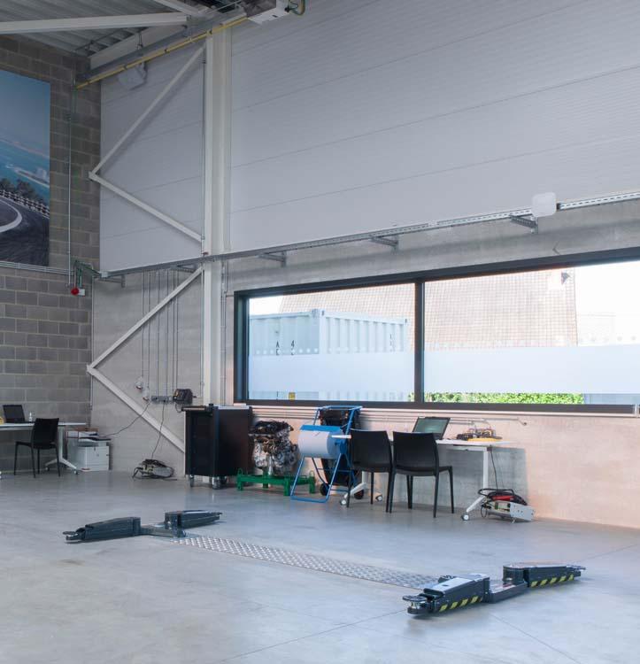 <p>Leslokaal met AutopStenhoj duo-zuigerhefbrug Masterlift 2.35 Saa 230 Sport met extra lage opnamehoogte.</p>